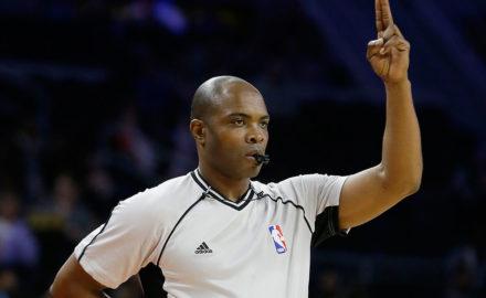 Jak sázení na basket ovlivňují rozhodčí?
