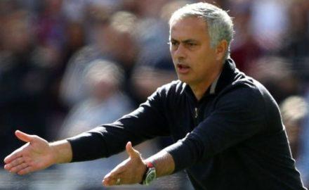 V úterý večer Manchester United na Old Trafford přivítá Valencii a na Mourinha je vyvíjen pořádný tlak.
